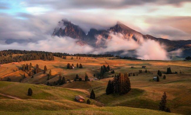 Высокогорное плато Альпе-ди-Сьюзи в Доломитовых Альпах