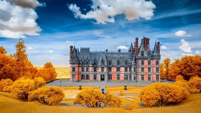 Замок Треварез на западе Франции, в регионе Бретань